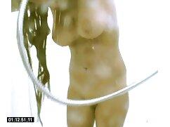 La esposa de Masha en sujetador chupa la delgada y curva polla de su mexicanas tetonas cogiendo marido