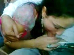 Chica videos xxx de mexicanas maduras con pezones protuberantes hace una mamada arrodillada