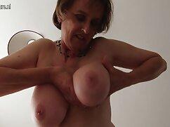 Madre joven con pechos enormes follada en el porno mexicano amateur maduras dormitorio por un amante