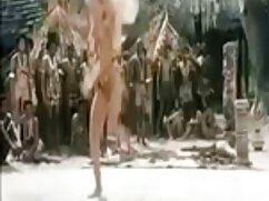 Belleza rusa chupa y se masturba una polla mientras mujeres maduras mexicanas calientes su amante la toma frente a la cámara