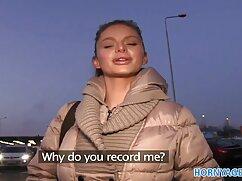 Modelo abre las nalgas y frota el clítoris con los dedos frente a la xnxx maduras mexicanas webcam