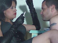 Mujer de ojos grandes se folla a mujeres maduras mexicanas cachondas su hombre en la mesa de la cocina
