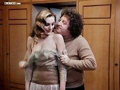 Prostituta le hace una mamada al cliente en la sala de masajes maduras mexicanas gratis con sauna