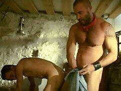 La masajista aceita a mexicanas maduras calientes una clienta y la folla con unas tijeras