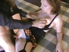 Rusa alta salta maduras mexicanas cachondas sobre la pequeña polla de su amante