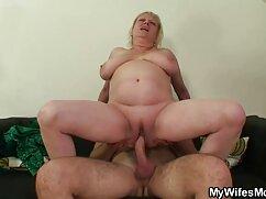 Un esclavo en látex lame las piernas de maduras mexicanas tube una dama en pantimedias antes de ser follado con un arnés